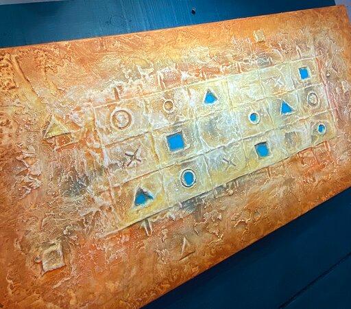 Le créateur français Tapiézo installé au cœur du Luberon, à Roussillon-en-Provence, propose des architectures abstraites de symboles universels. Tapiézo crée planète lumineuse, totem, colisée, portes de la sérénité, arbres de paix et de tranquillité. Une oeuvre intemporelle colorée et apaisante. Les visiteurs témoignent du vent nouveau et enthousiaste qui souffle sur les créations de Tapiézo.  #signesuniversels #hieroglyphes #peinture3d #relief #tableaux #3D #tapiezo