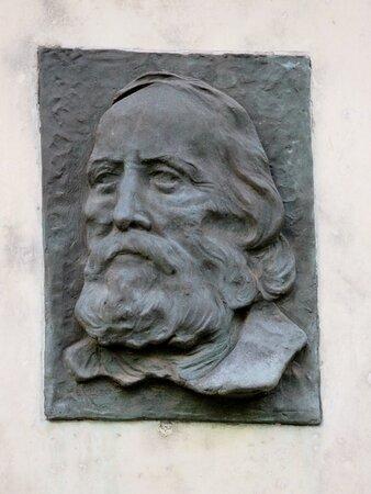 La lapide dedicata a Garibaldi