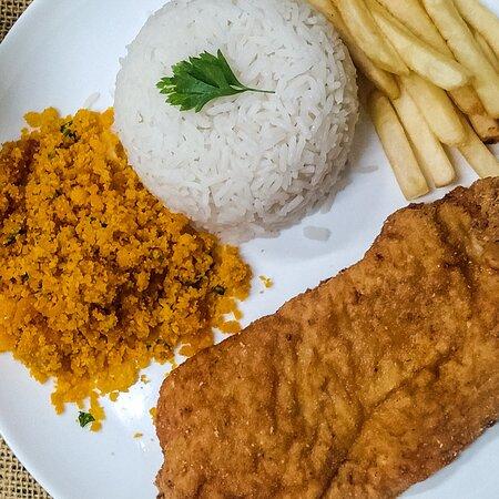 ALMOÇO E JANTAR FILÉ DE FRANGO EMPANADO acompanha arroz branco, feijão fritas, farofa e salada