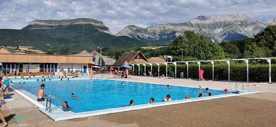 Beau camping avec accès piscine chauffée. Accueil chaleureux