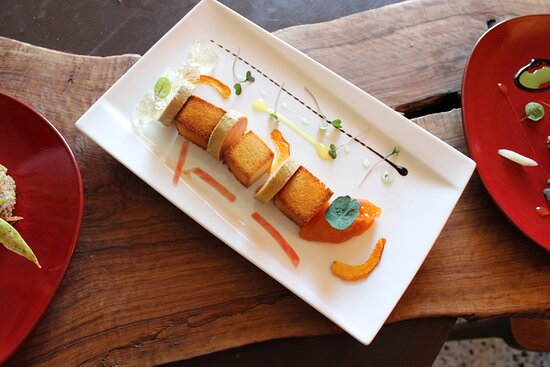 Foie gras mi-cuit, brioche toastée