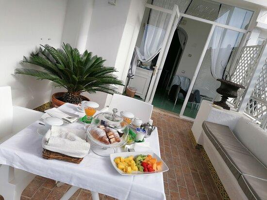 אי קפרי, איטליה: Colazione super in villa Calypso