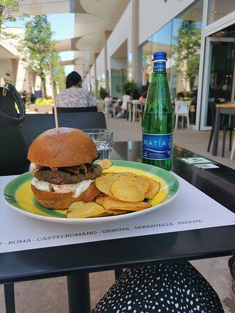 Dehor - Ham Holy Burger Torino Outlet Village, Settimo Torinese Resmi - Tripadvisor