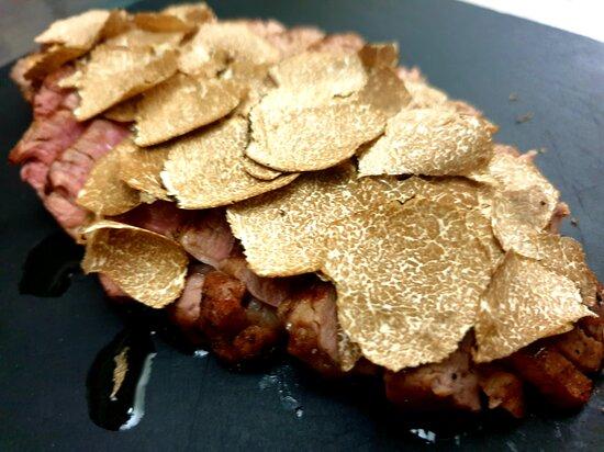 Filetto di Chianina con tartufo nero estivo delle Crete Senesi