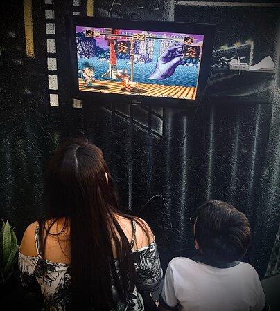 Nosso ambiente além de familiar conta com espaço kids para eles e vocês se divertirem.  Brinquedão para os pequenos e vídeo game com diversos jogos para os maiores e adultos.