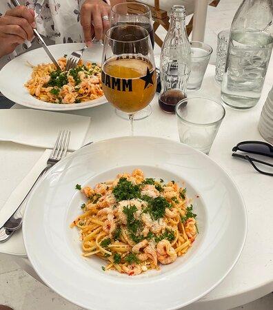 Visby, Sverige: Den godaste räkpastan vi ätit och den bästa måltiden på hela semestern. Trevligt bemötande av personalen och väldigt mysig interiör och atmosfär.