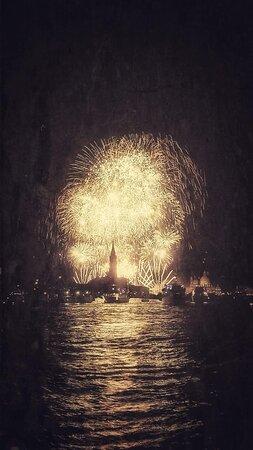 مدينة البندقية, إيطاليا: …. ancora una foto dei Fuochi pirotecnici per la Festa del Redentore !