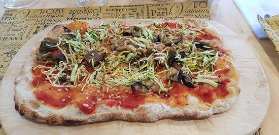 Pizza Napolaut, friarielli e salsiccia... si mangia da sola!!! - Photo de Pizzaut, Cassina de Pecchi - Tripadvisor