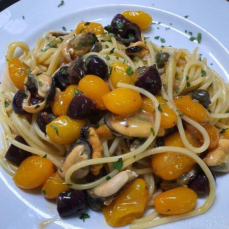 Pomodorino Giallo, Olive, Capperi con Cozze