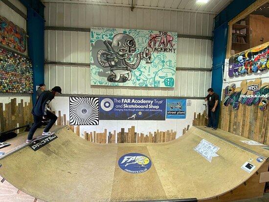 FAR Skateboard Shop