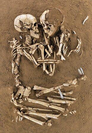 Museo Archeologico Nazionale, Amanti di Valdaro, sepoltura risalente a 5.500-5.100 anni fa