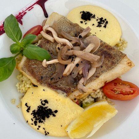 Foto de Kapitalna, Jastarnia: salmon tartar with avocado - Tripadvisor