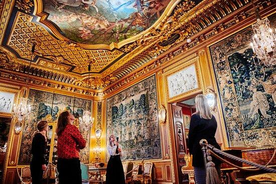 Följ med på visning i palatset.