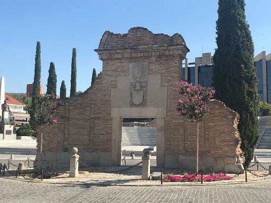 Fachada De La Casa De La Cadena
