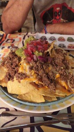 La mejor comida mexicana, nada de esos pequeños platillos gourmet pequeños.