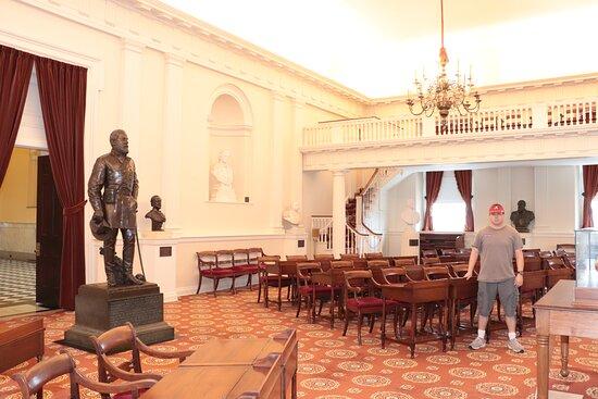ריצ'מונד, וירג'יניה: This beautiful statue and most of these busts are now gone.