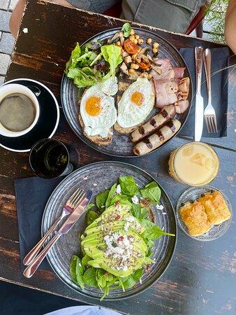 Vinaria Kiti : breakfast daily from 9am on Kiti Square