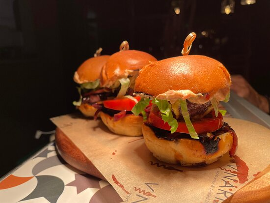 Vinaria Kiti : our famous Vinaria Mini Burgers