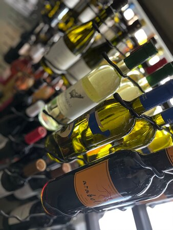 Vinaria Kiti : wine, wine and more wine - by the glass or by the bottle