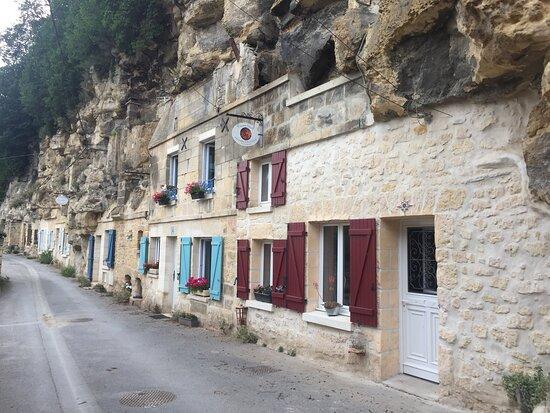 Le Village Troglodyte