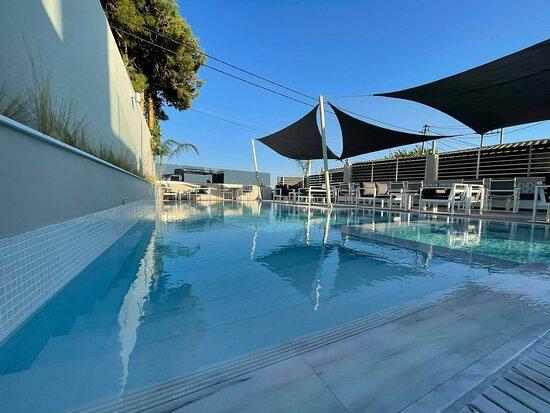 WindRose Lounge Pool Bar