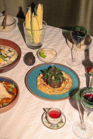 Fusión gastronómica en cada plato.