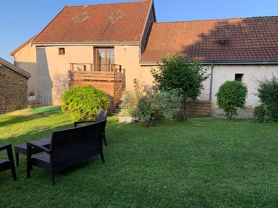 Magny-les-Villers, France: jardin