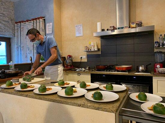 Magny-les-Villers, France: L'élaboration de nos assiettes