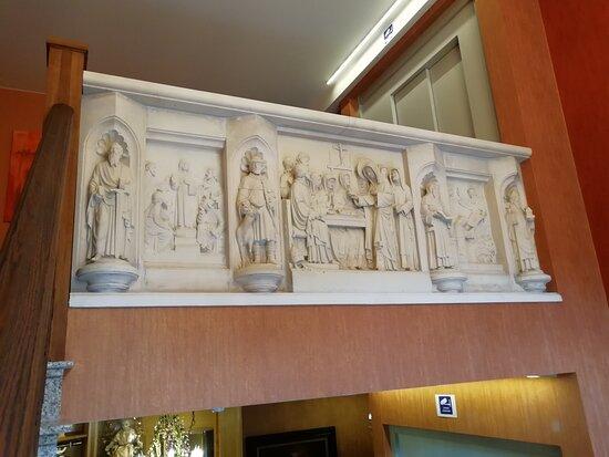 Herzele, België: prachtig kerkstuk in marmer