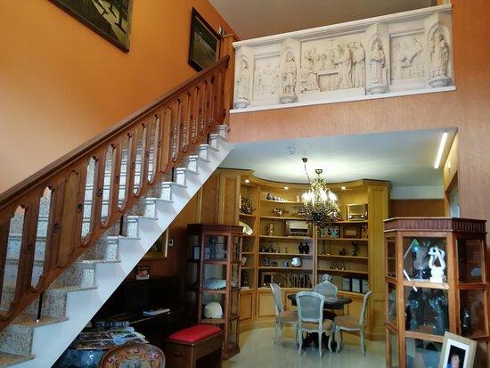 Herzele, België: inkom hal met zithoek en trap