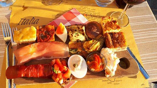 Bajardo, Italy: Antipasti mit verschiedenen regionalen Spezialitäten