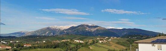 Sant'Eusanio del Sangro, Italië: La Maiella vista da Sant'Eusanio