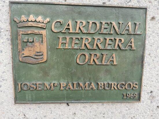 Estatua Cardenal Ángel Herrera Oria