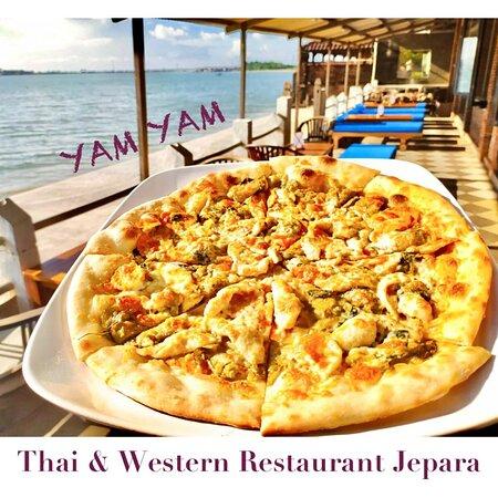 Green Curry piZza Restoran YAM YAM Jepara Buka Setiap Hari!!!!!! Tanpa henti. Selama PPKM buka dari jam 08.00-20.00 Tetap aman & sehat. Sampai jumpa...  Cium (dari jauh)  Semua staf YAM YAM 😘