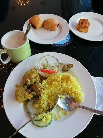 Breakfast ,  keadaan yg sangat bersih dan mematuhi sop..