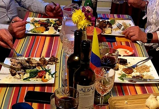 Our first dinner party of 2021 and what a success it was!!🎉🇨🇴🥘💃🏻🎉🍾🥂🕺