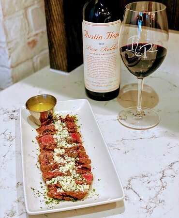 Bleu cheese makes everything better 😉 Our Steak Rowley is the perfect way to end your Monday!  #bleucheesebutter #rouxpour #houstonfoodies #steakdinner #steaklover #austinhopecabernet #winelover