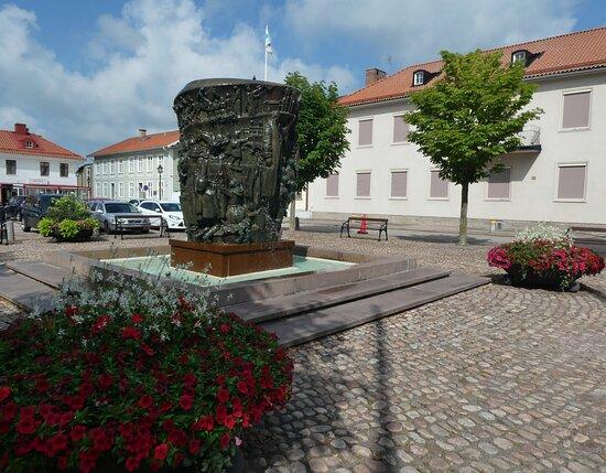 Statyn ''krönikebrunnen''