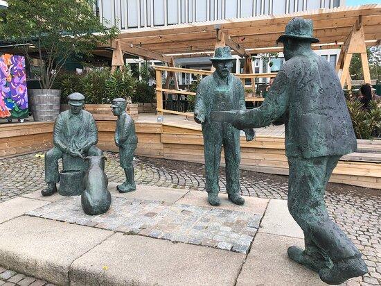 Statyn ''skärgårdsfiskare''