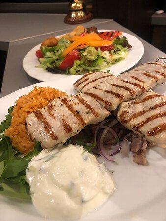 Fino Teller und Vegetarische Platte.  !!!  Poseidon Restaurant Ingolstadt.  !!!  Tel: 0841/34967 Täglich geöffnet.!!!