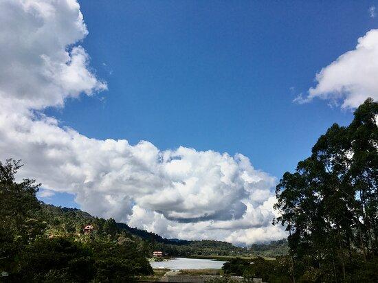 Villa Rica, פרו: Casa de campo con vista de la Laguna El Oconal 