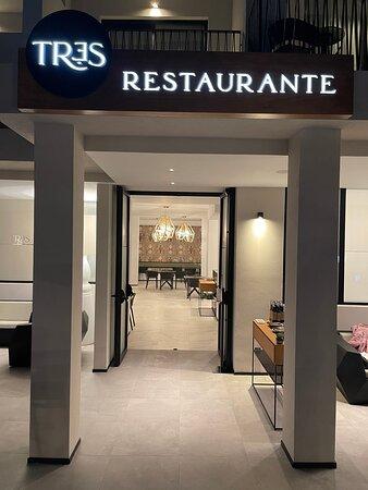 Tr3s Restaurant & Bar