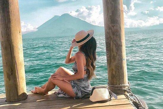 Visite los pueblos mayas alrededor del lago de Atitlán en un tour de...
