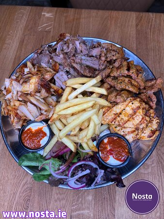 Niko's plater 2 Niko's platter consist of lamb, chicken, kofte skewers, chicken Doner & lamb Doner. Comes with bread, sauce, side salad, fries or rice.