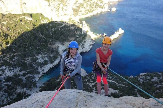 Explore-Share Calanques Climbing and Hiking Tours
