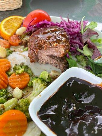 Koknese, Latvia: Bēdīgs steiks, kas garšo pēc labi dautētas gaļas. :(