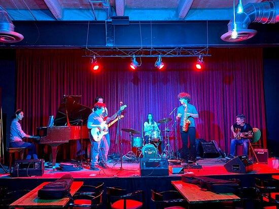 """Disfrutamos los """"Martes de Jam Session"""" Un gran evento lleno de talento, creatividad y futuros grandes músicos."""