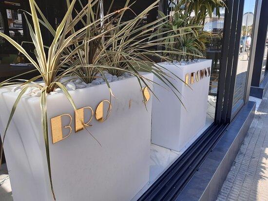Browns Cocktail and Gastro Bar – Bild von Browns Cocktail and Gastro Bar, La Zenia - Tripadvisor