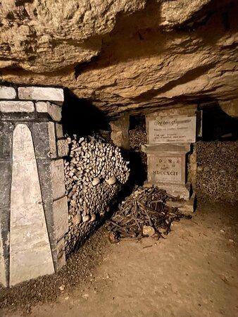 Un ossuaire très bien rangé