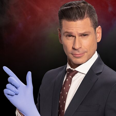 Mike Hammer - Comedy & Magic Show